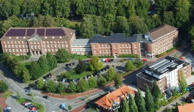 Das Kreisamt des Landkreises Friesland aus der Luft gesehen