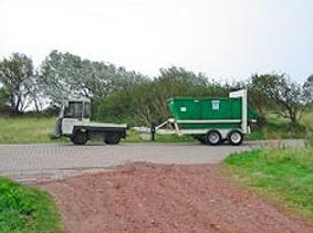 Fahrzeug der Fa. Zoeke mit Umleercontainer